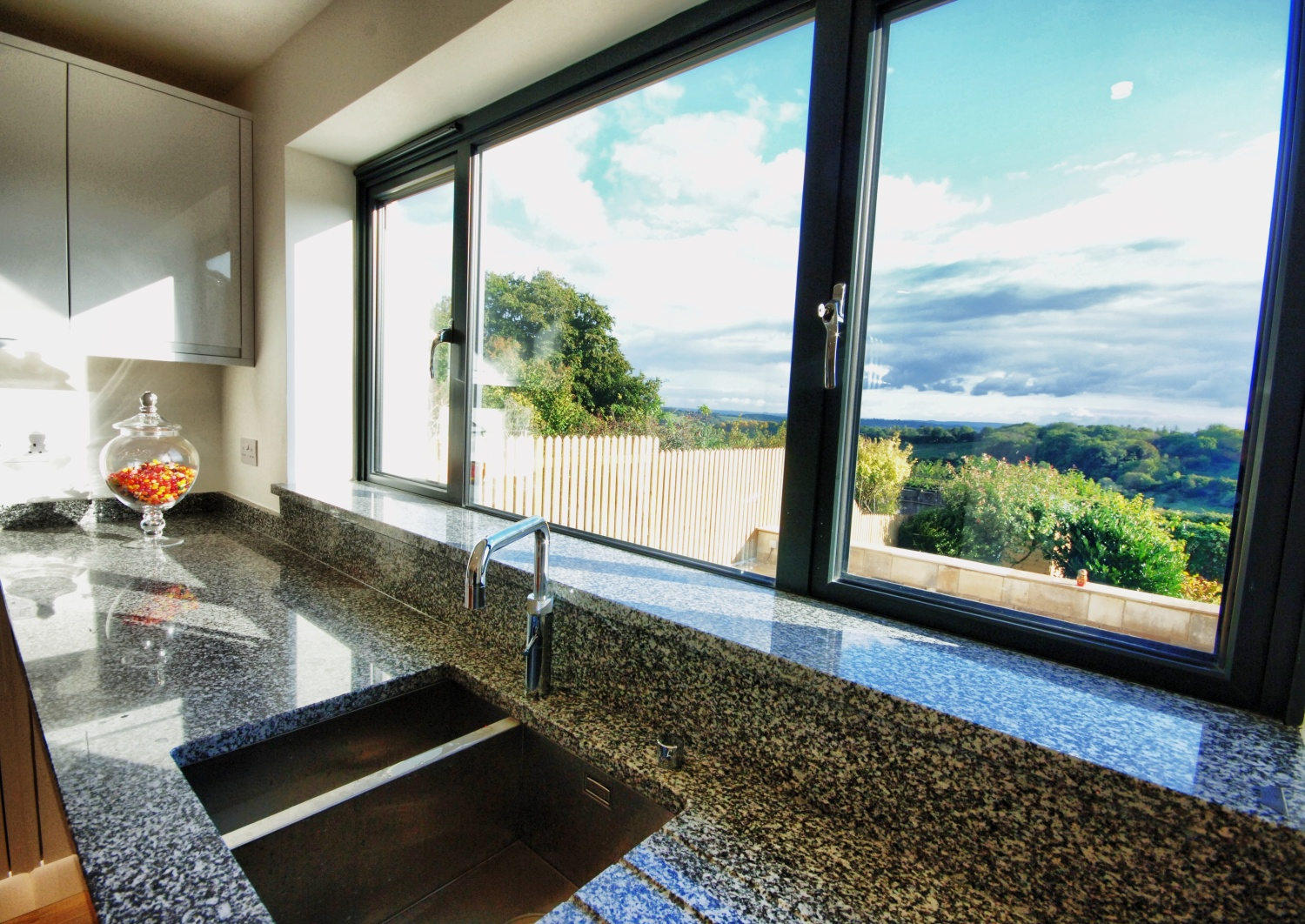 Horsecombe Brow Bath (Granite Worktop)