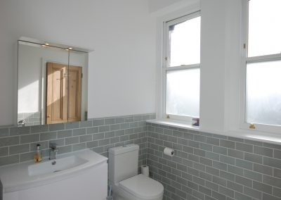 Newbridge Hill Ensuite Bath 1